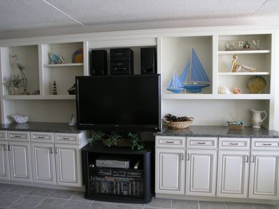 Large swivel LCD TV, Wi-Fi & Entertainment center along with Vidio Library.