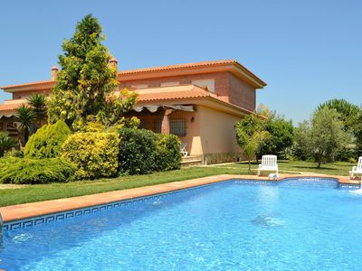 Photo for Beautiful villa with private pool and garden just 200 meters from the beach.