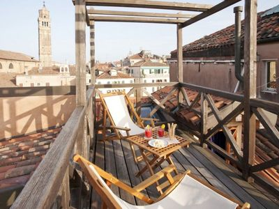 Photo for Stefano F2: a nice apartment with a Venetian rooftop terrace near Accademia