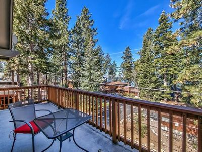 Luxury villa Steps to the Lake Tahoe Beach, with Hot Tub, Close to Skiing: LV12
