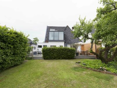 Photo for Luxurious detached villa with a very spacious garden and beach cabin in Egmond aan Zee