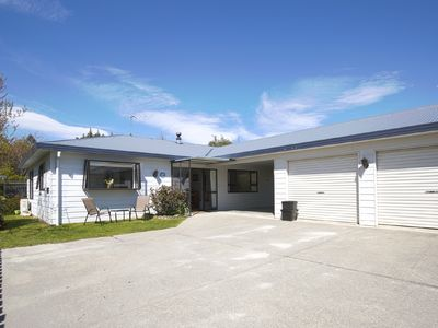 Photo for Light, bright and full of charm   Easy single-storey living   Walk downtown!