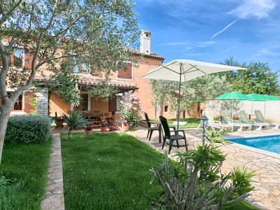 Photo for Traditional, countryside house with pool, flower garden, close to the Pula