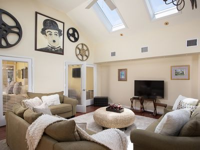Photo for Sophisticated 2BDR/2BA Bright & Breezy Duval Street Apartment