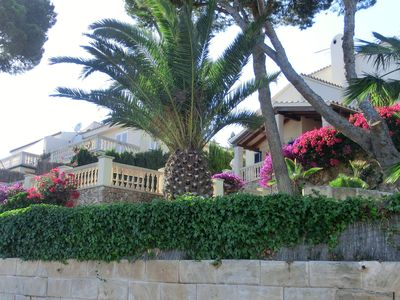 Photo for Free-standing villa w/pool, 3 sun terraces, 100 m from beach