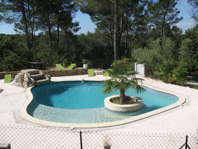 Photo for Rd garden in a villa, quiet pool Green Provence