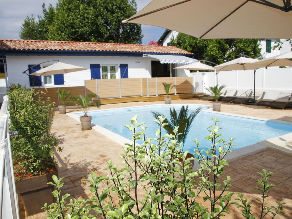 PAVILLON TXINGUDI : CLIMATISATION-PARKING- TERRASSE - 300 M PLAGE