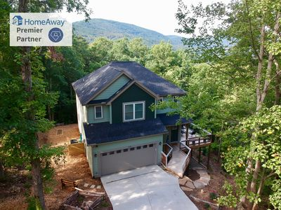 "Photo for Asheville ""Stay in style"" NEW home, quiet neighborhood, 10 min from downtown."
