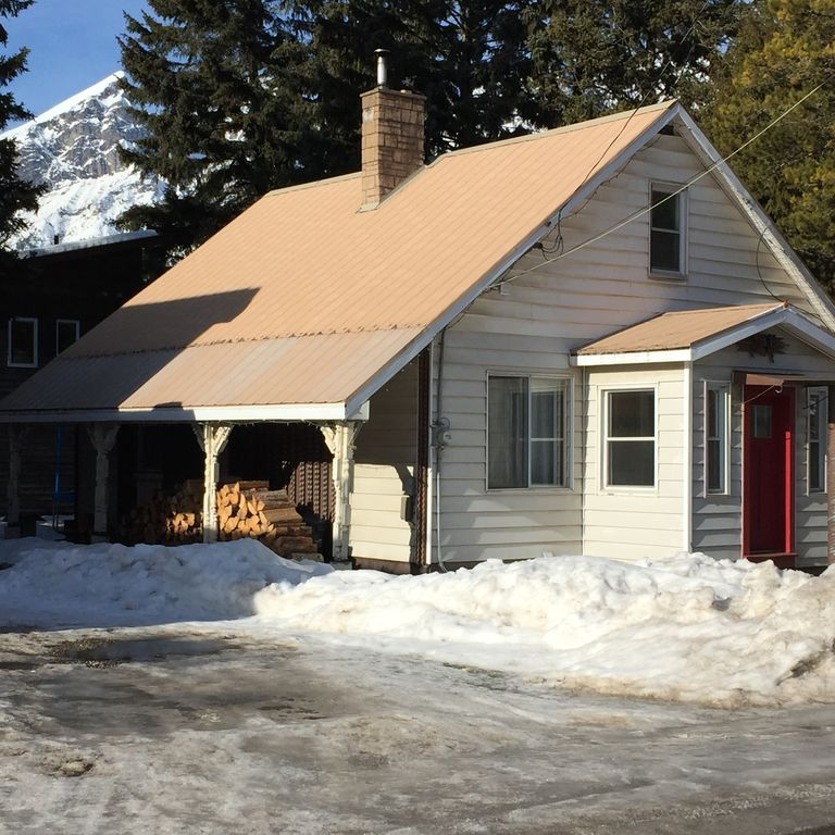 Cozy well equipped home in fernie vrbo for Fernie cabin rentals