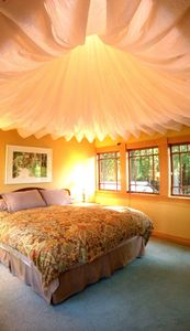 """Dreamy and soft king size (72"""" x 84"""") bed has thermoform topper and 4 pillows"""