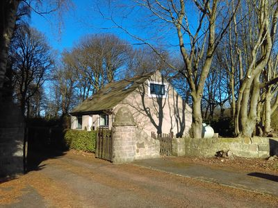 Photo for Lowood Cottage, sleeps 6, 20 minutes from Edinburgh