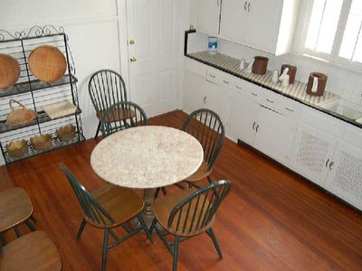 Sleeps 26, THREE BLOCKS TO BOURBON ST. AND FRENCH QUARTER ATTRACTIONS.