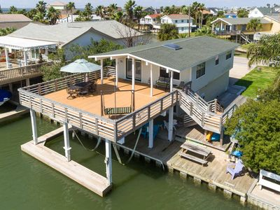 Family friendly! 3 bed/2 bath house with beautiful water views!