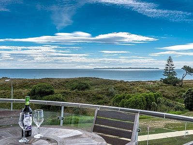 Papamoa Holiday Apartment - Sea Views