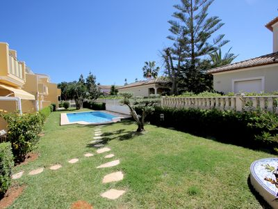 Photo for Modern holiday home for 4 persons, with pool, air conditioning, near the beach