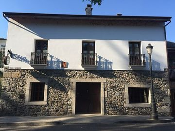 Casa Rural El Reloj for 18 people