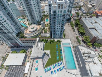 Photo for Amazing 2 bedroom with city and bay views + FREE PARKING