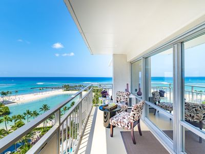 Beachfront Views everywhere! Corner unit in Ilikai!