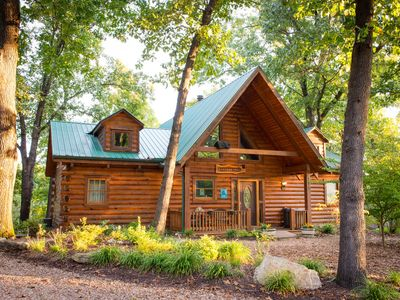 Photo for Beautiful Pet Friendly Branson Bear Cabin- private hot tub!