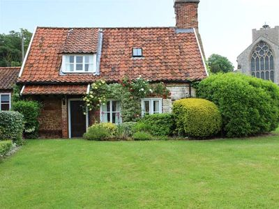 Photo for BRIAR COTTAGE, with a garden in Heacham, Ref 31245