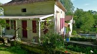 A peaceful located gite in in a delightful garden by the river