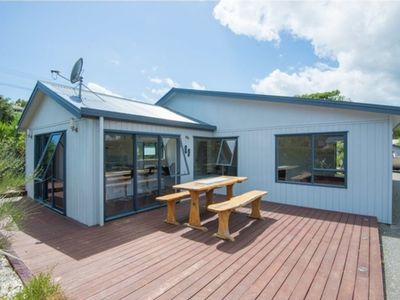Photo for Popular Surfdale Holiday Home centrally located