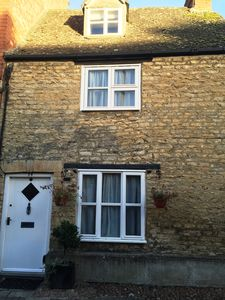 Photo for Sleeps 5. A modernised 17C cottage in the centre of the historic town of Woodsto