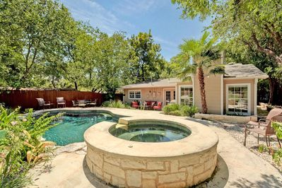 Hot Tub & Pool - Welcome to Austin! This beautiful property located in Tarrytown has both a hot tub and a pool.