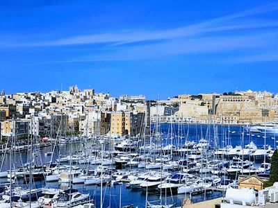 Photo for Traditional 3 Bedroom Town House, Birgu