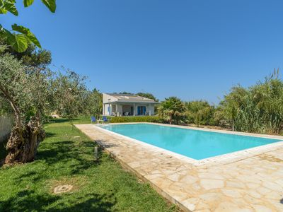 Photo for Dafne, villa with pool near the beach