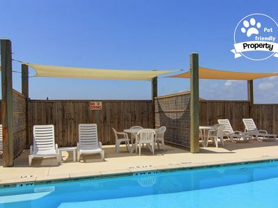 Pet-friendly townhouse close to the beach with a heated pool and Free Wifi!