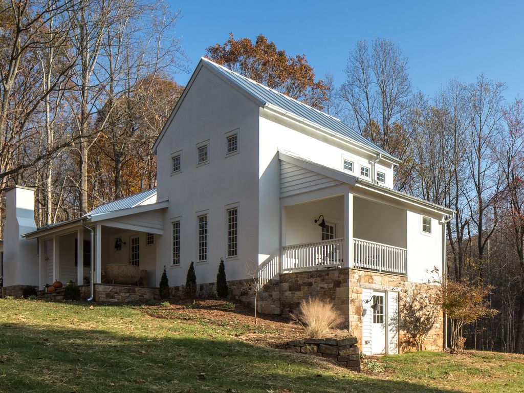 Addison minutes to pippin hill a stay c vrbo for Charlottesville cabin rentals hot tub
