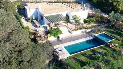 Photo for Villa ground floor with pool, air conditioning 10 min walk from the beach 800m
