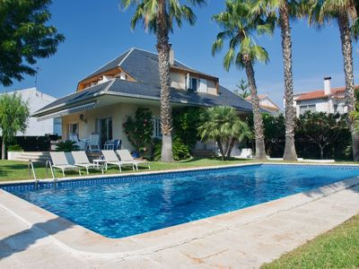 Photo for Private villa with pool 3 minutes from beach