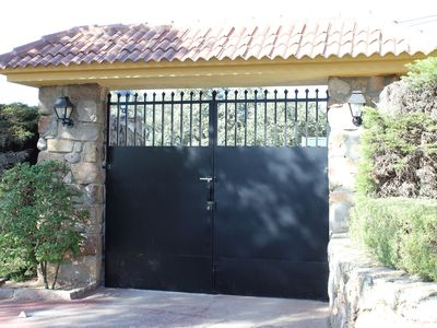 Photo for Beautiful villa with pool, barbecue and tennis court with 2000 m2 plot.