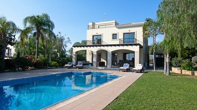 Photo for Palm Retreat Villa with Private Pool