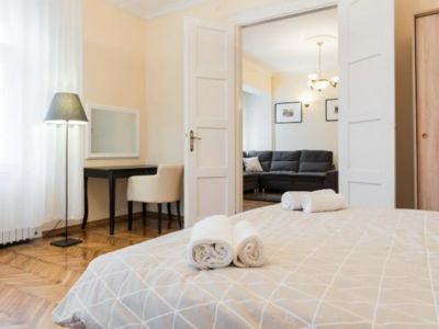 Luxe Apartment 95m in Historic Center