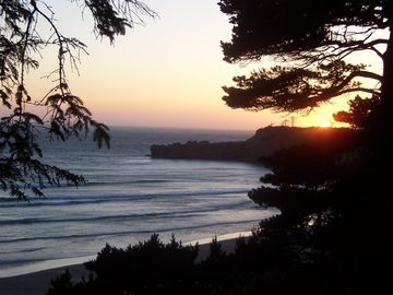Devil's Punch Bowl State Natural Area, Otter Rock, OR, USA