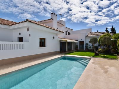 Photo for 4BR Villa Vacation Rental in Chiclana de la Frontera, Cádiz