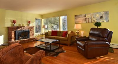 Sunny Southern Exposure. Gas Fireplace, Hardwood Floors, Comfy Reclining Chair
