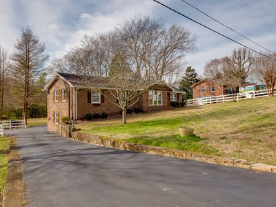 Photo for Beautiful 5 bedroom property located 20 minutes from Downtown Nashville