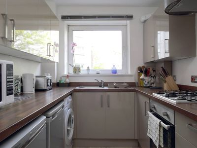 Photo for Central & Quiet Family Apartment 10 Minutes to Princes Street with Free Parking