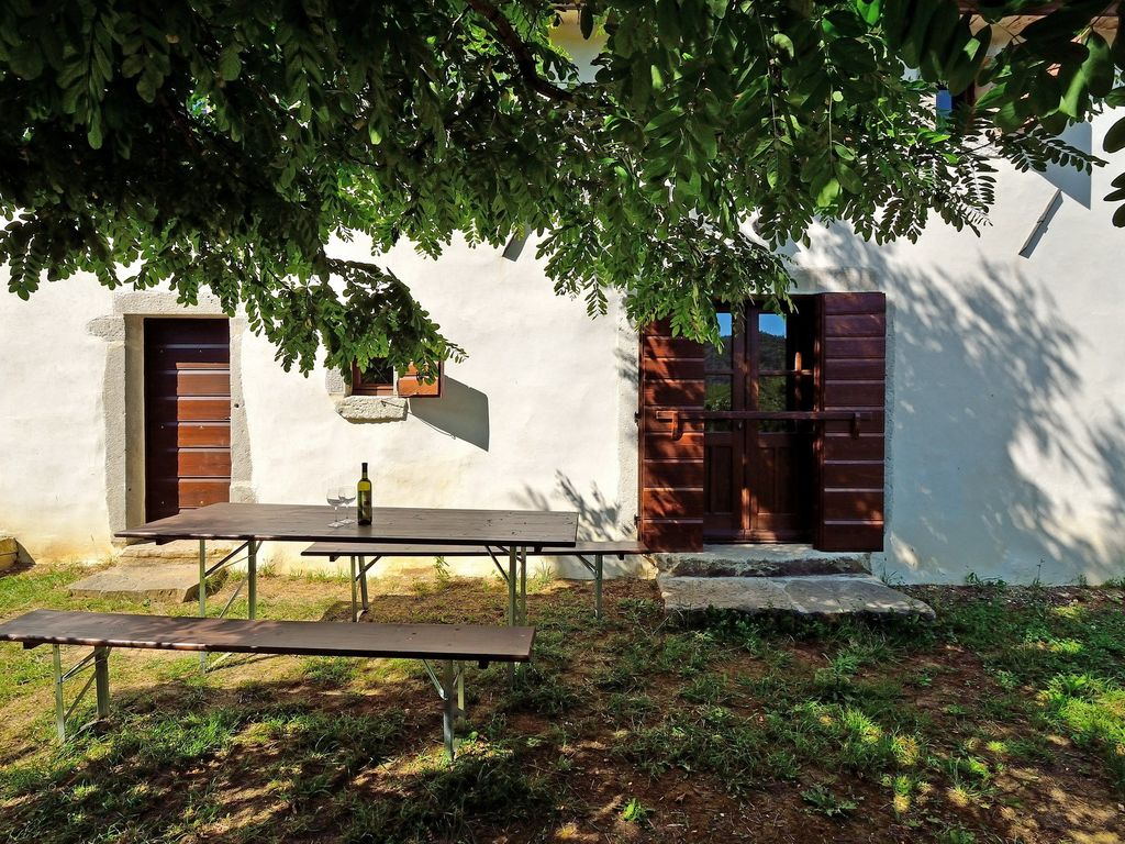 Holiday house with terrace and barbecue facilities