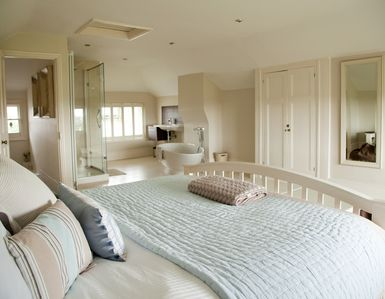 Photo for Stunning Holiday Home Next To Whitstable Golf Course - Private Parking