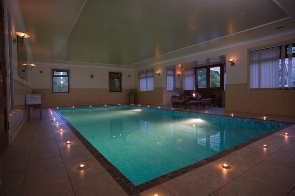 Luxurious house with indoor heated swimming pool sleeps - Houses in england with swimming pools ...