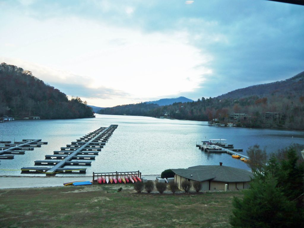 Condo in rumbling bald resort with lake mts beach and for Lake lure fishing