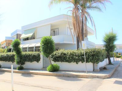 Photo for House 30 m from the sandy beach, air conditioned with sea view balcony