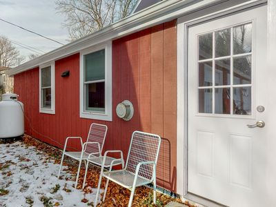 Photo for NEW LISTING! Romantic getaway for two w/full kitchen - near lakes & parks