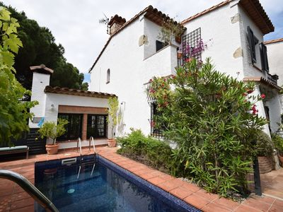 Photo for Nice holiday home with pool on the golf course and near the coast