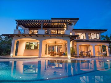 Luxury Villa, Breath-taking Ocean Views, 2 Master Suites, Easy Walk to Beach